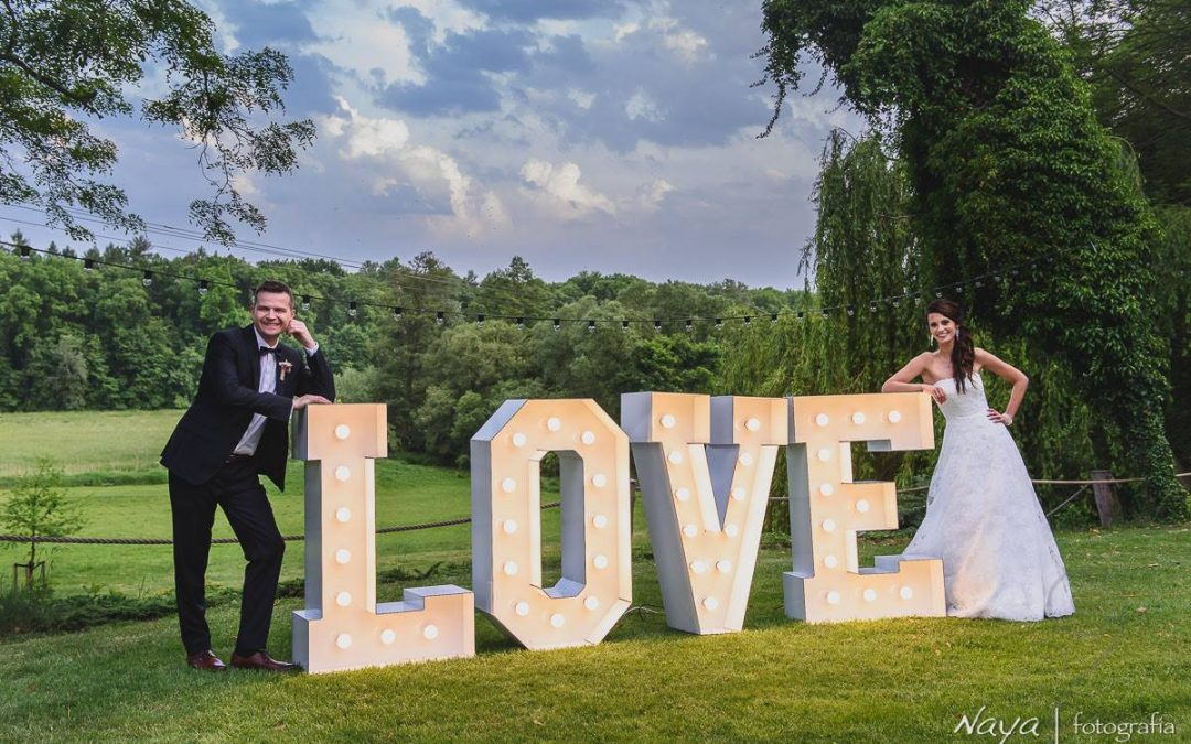Napis LOVE na wesele Poznań